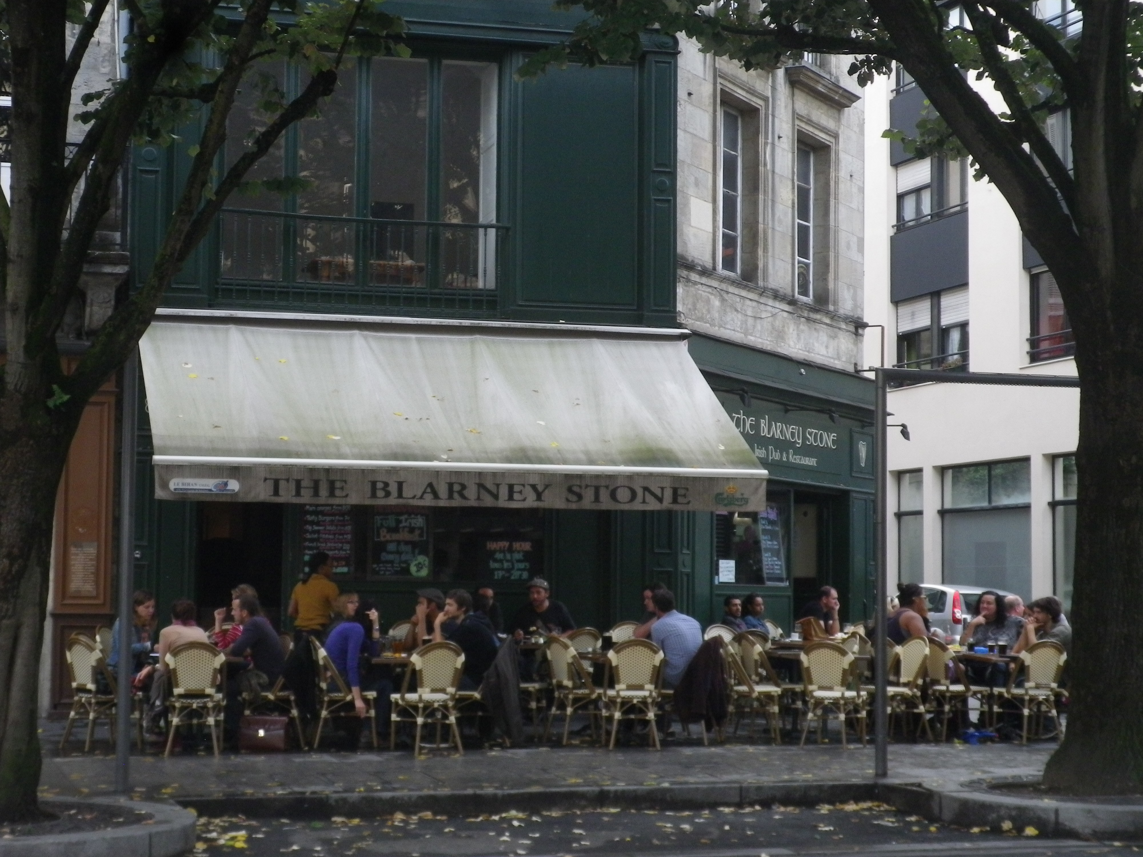 english bars in bordeaux also featuring irish pubs drinking it all in. Black Bedroom Furniture Sets. Home Design Ideas