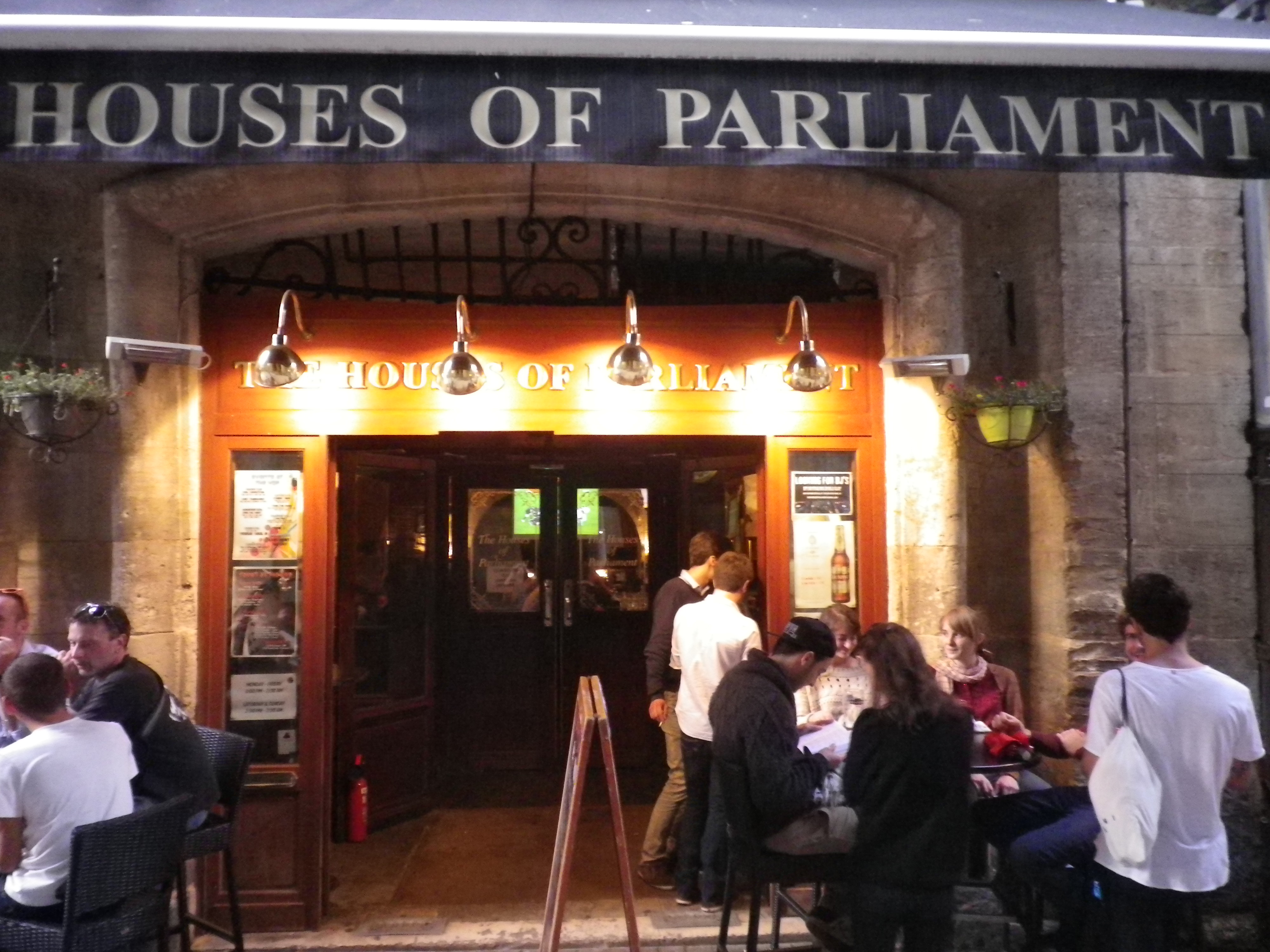 English bars in Bordeaux (also featuring Irish pubs) | drinking it ...