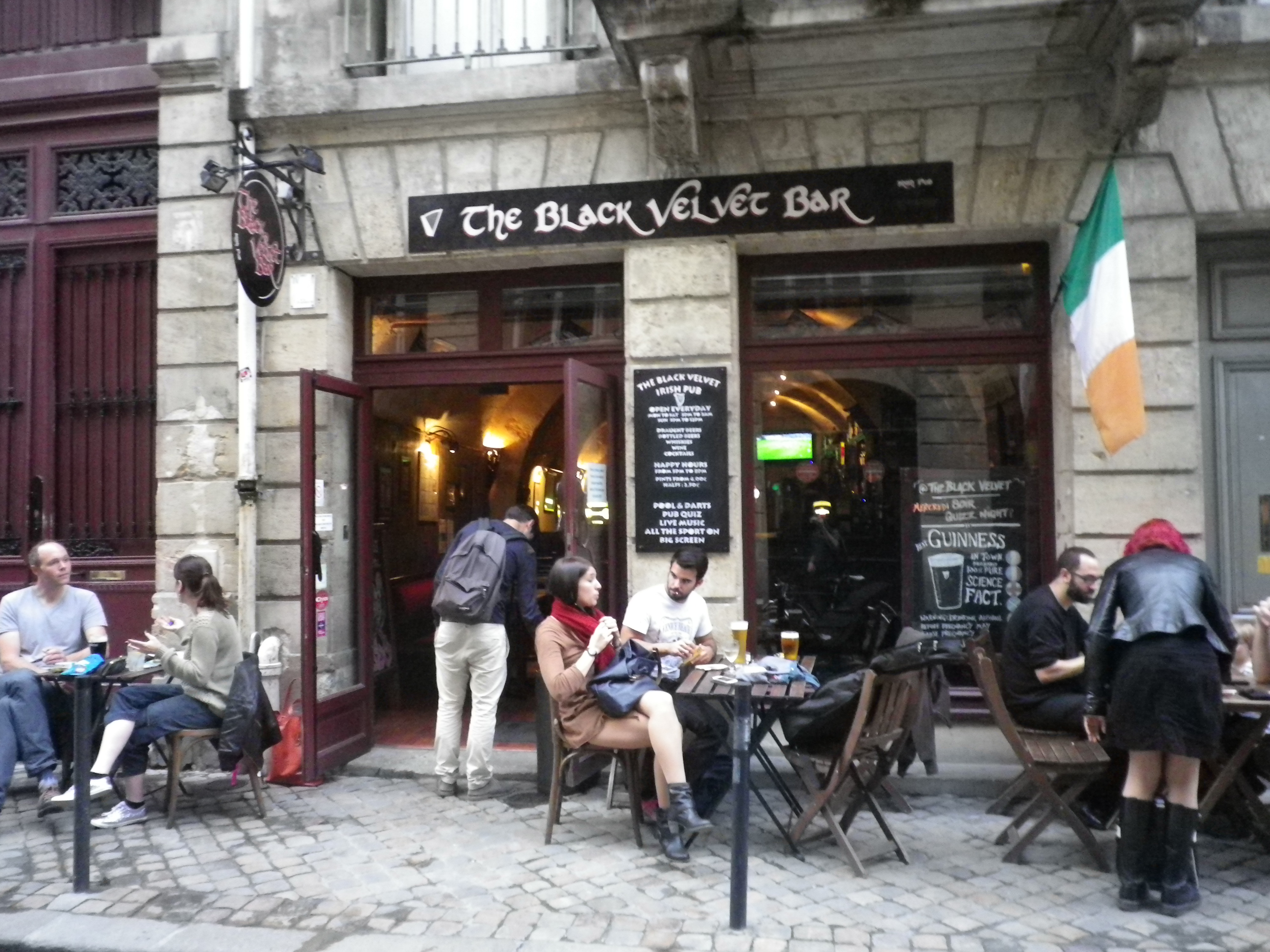 english bars in bordeaux also featuring irish pubs. Black Bedroom Furniture Sets. Home Design Ideas