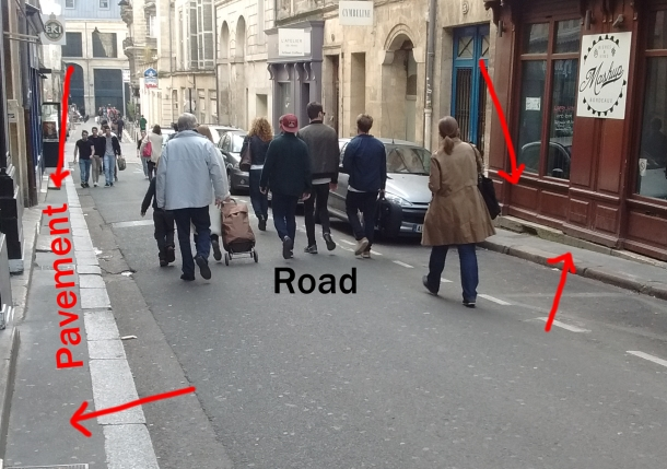 pedestrians dont use the pavement in bordeaux